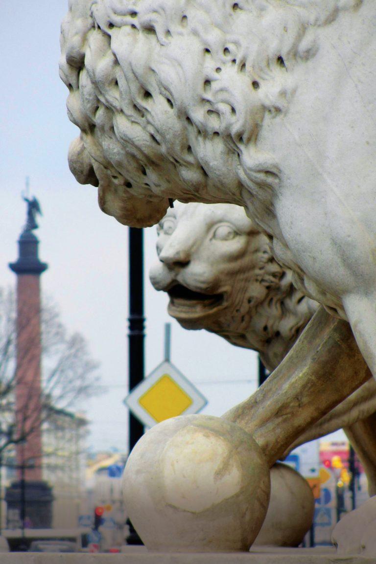 Автобусная экскурсия «Львы стерегут город»